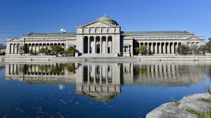 Музей и свое отражение стоковые изображения