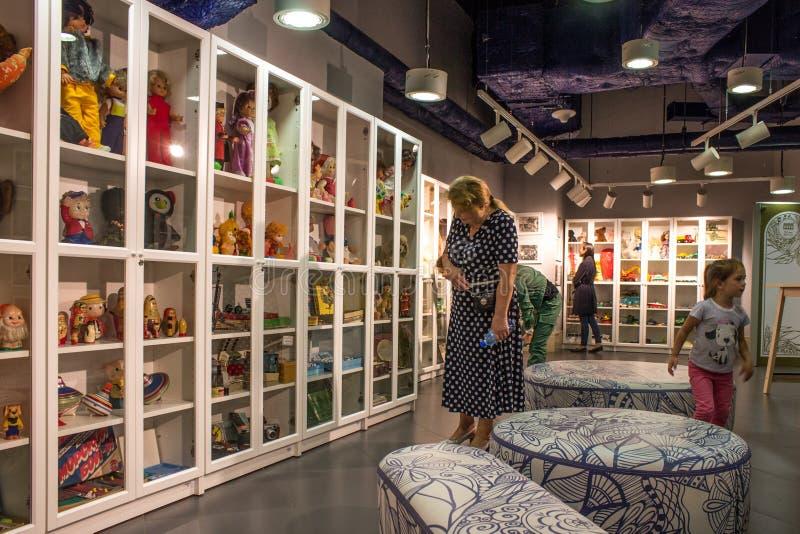 Музей советских игрушек в магазине Москве России центральных детей стоковые фотографии rf