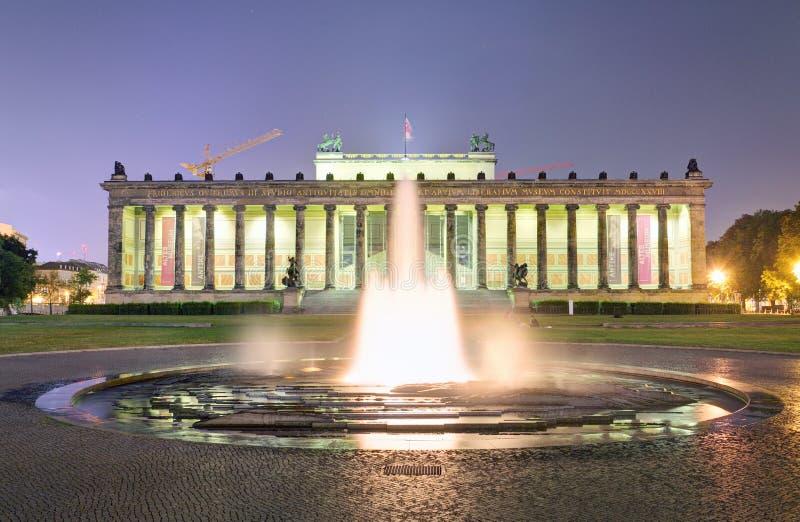 Музей Altes с фонтаном, Берлином стоковые фотографии rf