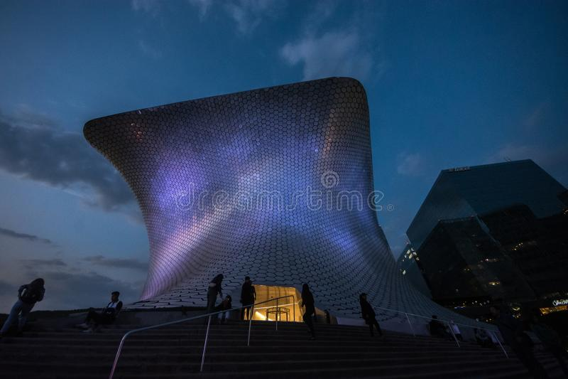 Музей Museo Soumaya Soumayo, конструированное мексиканским архитектором Фернандо Romero стоковые фото