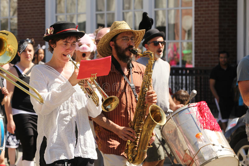 Музыканты на параде de mayo cinqo стоковое фото