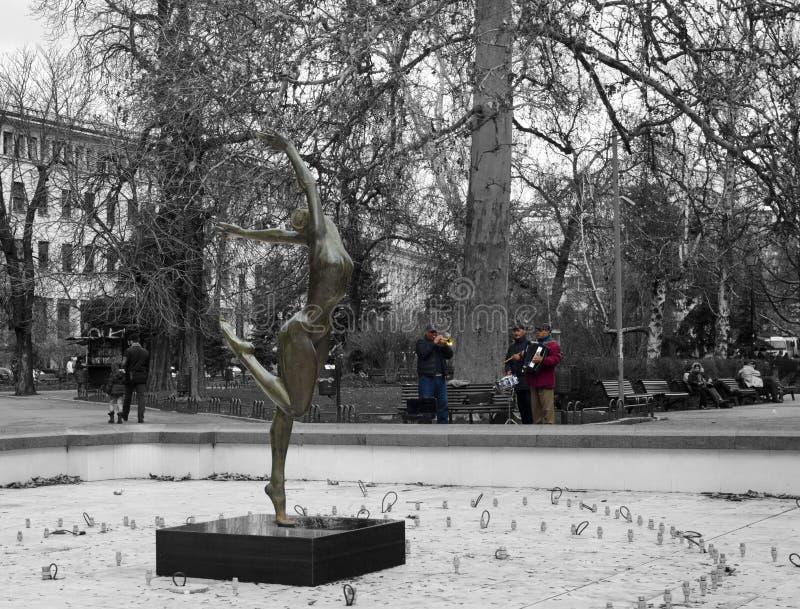 Музыканты улицы, играя в парке стоковое изображение rf