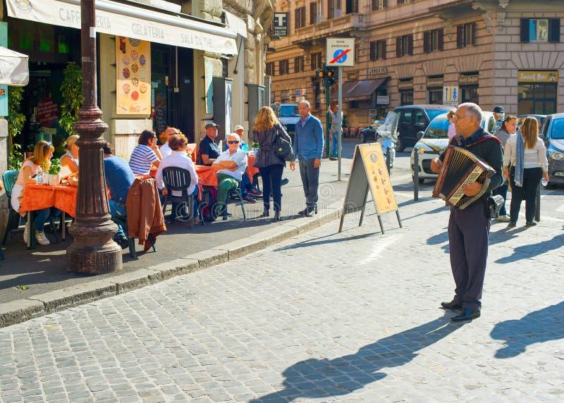 Музыкант улицы Рима, Италия стоковые изображения