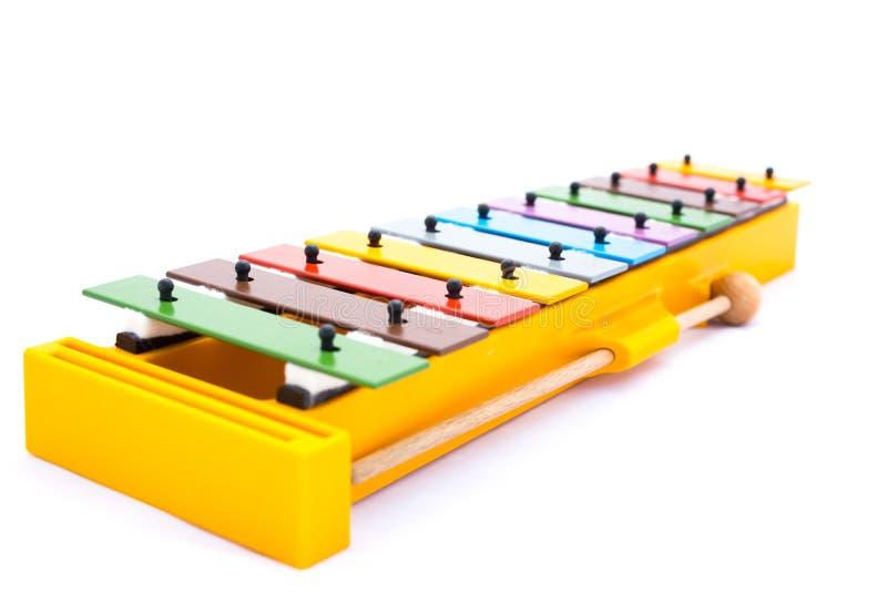 Музыкальный инструмент: Красочный ксилофон на белой предпосылке стоковые фото