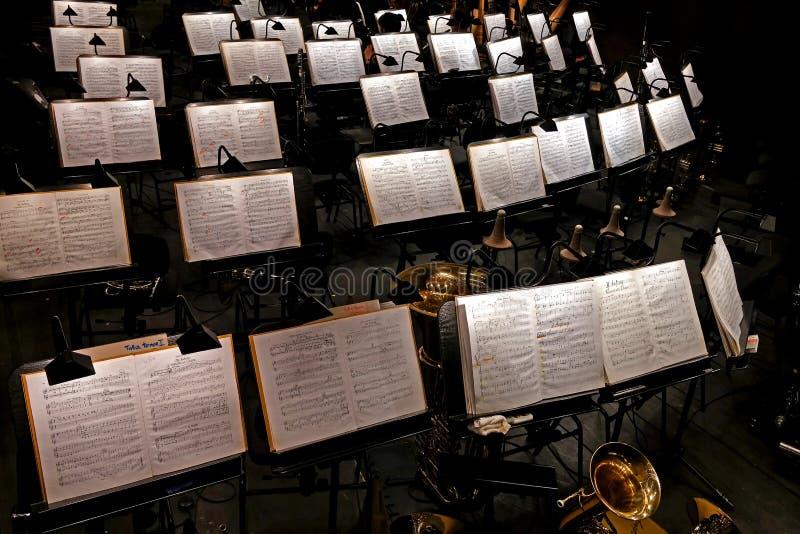Музыка, яма оркестра, интермиссия стоковые фотографии rf