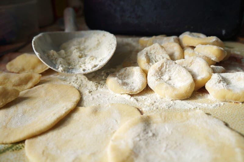 Мука и сырцовое тесто! стоковые фотографии rf