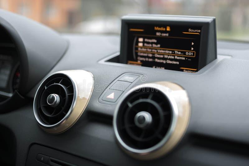 Мультимедиа автомобиля - дикторы стоковое фото
