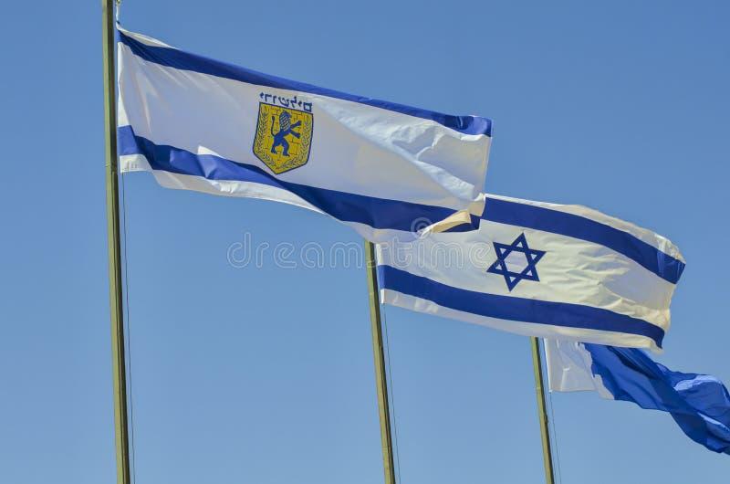 Муниципальный флаг Иерусалима & национальный флаг Израиля стоковые фото