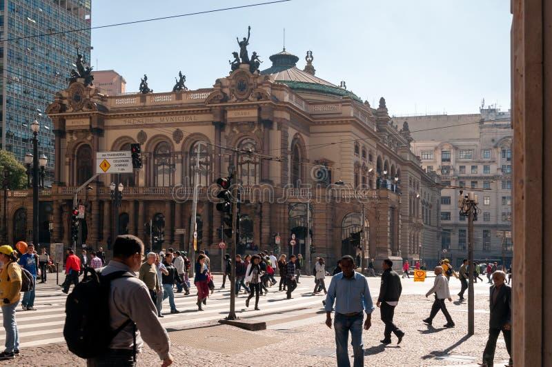 Download Муниципальный театр Сан-Паулу Редакционное Фотография - изображение насчитывающей cityscape, landmarks: 33725082