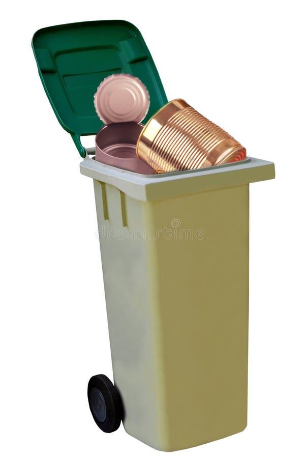 Мусорный бак с пустыми консервными банками внутри стоковое фото