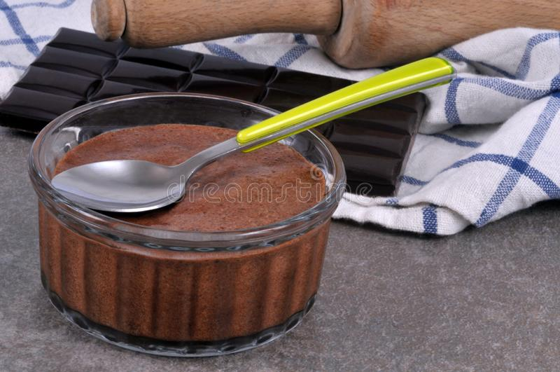 Мусс шоколада в ramekin стоковое фото