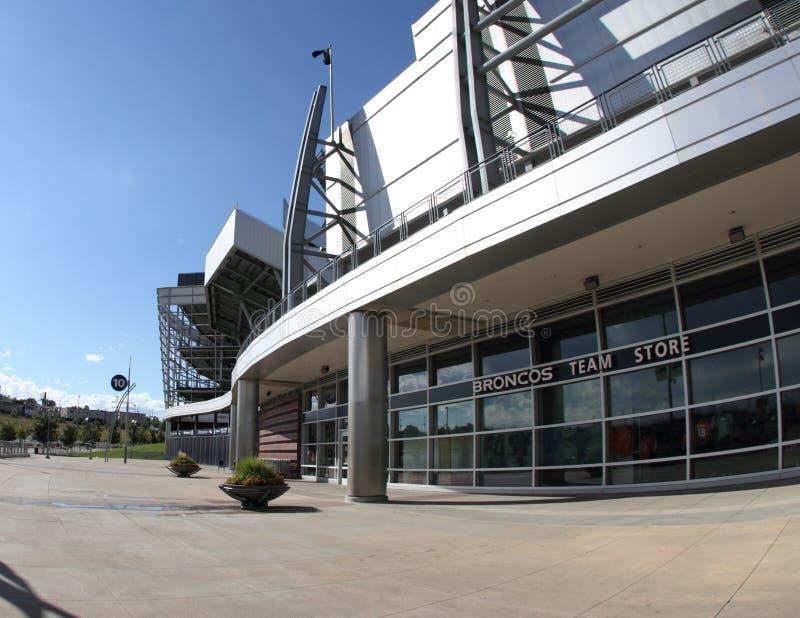 Мустанги объениняются в команду магазин, стадион авторитета спортов стоковые изображения rf