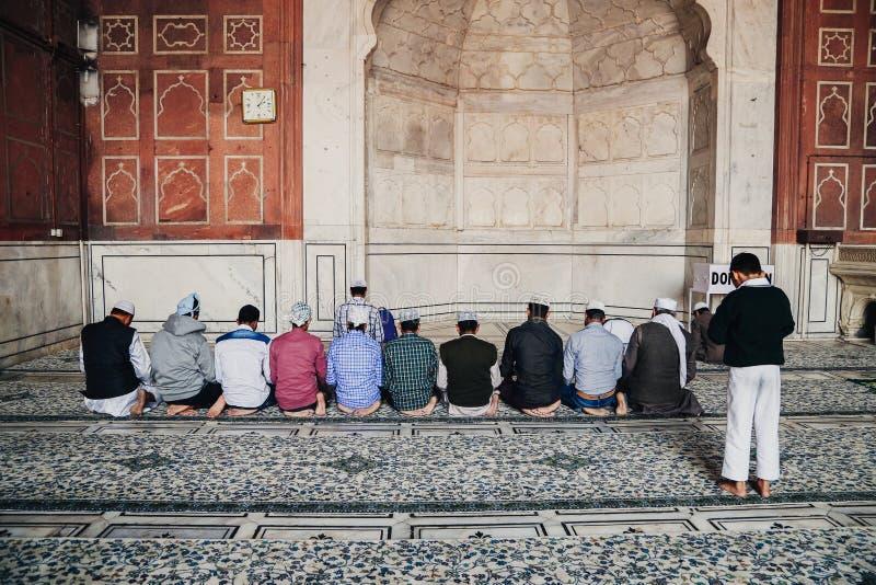 Мусульманские люди в Jama Masjid, Дели, Индии стоковое изображение