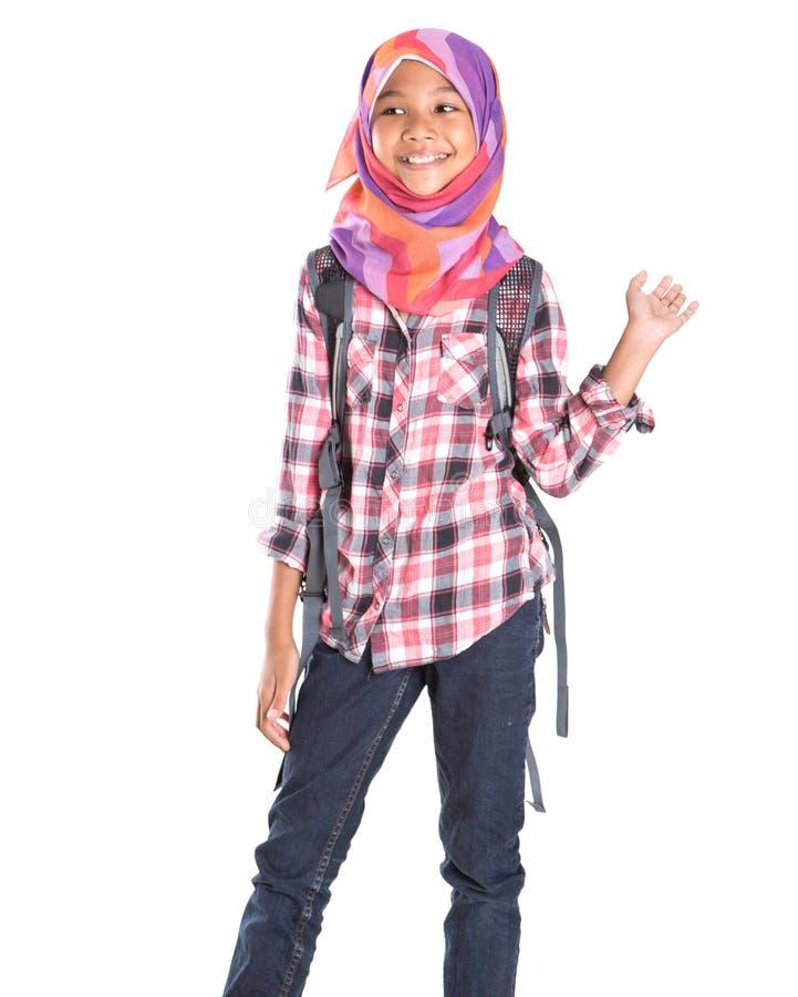 Мусульманская девушка школы с сумкой школы III стоковое изображение