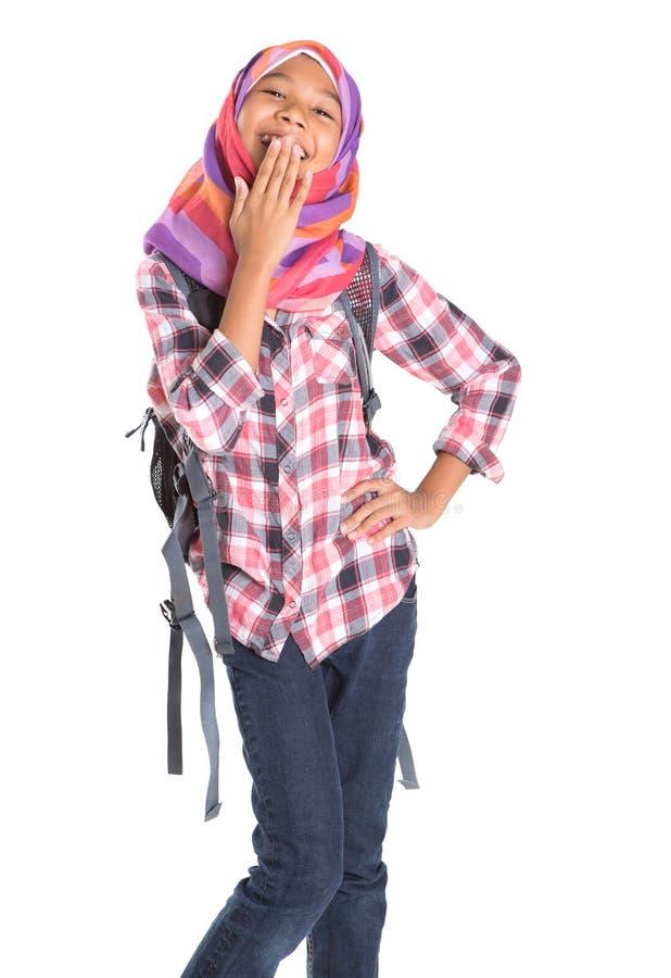 Мусульманская девушка школы с сумкой школы IV стоковые изображения