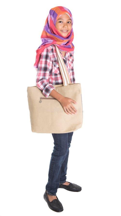 Мусульманская девушка школы с сумкой ii стоковая фотография