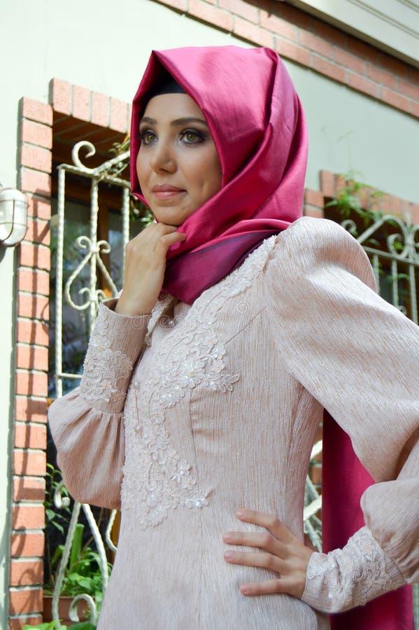 Мусульманская молодая женщина стоковое изображение