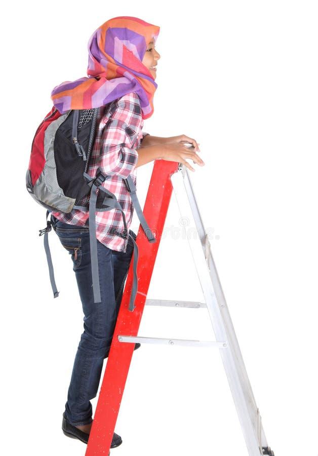 Мусульманские девушка школы и лестница i стоковые фотографии rf