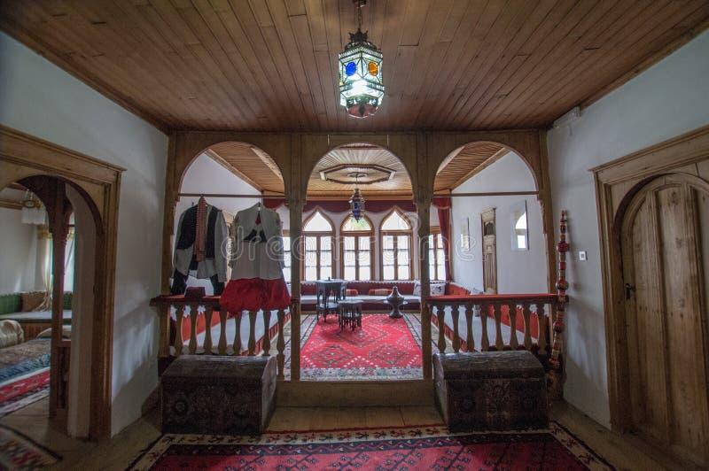 Мусульманский домашний интерьер в Боснии стоковое изображение rf