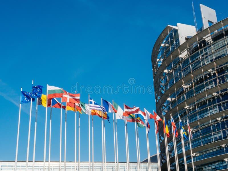 Муха флага Европейского союза на половинном рангоуте после террориста Манчестера стоковое изображение