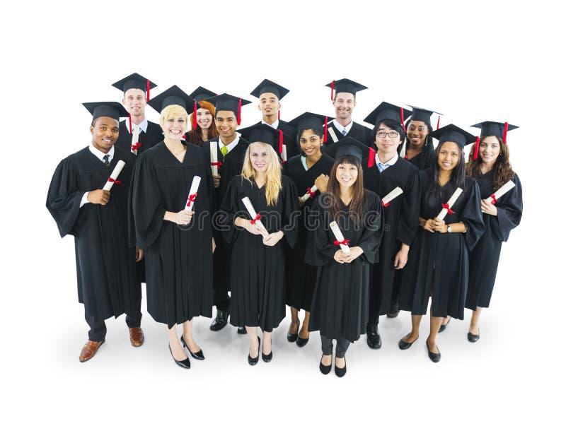 Мульти-этническая концепция свидетельства об образовании студентов студент-выпускников стоковая фотография rf
