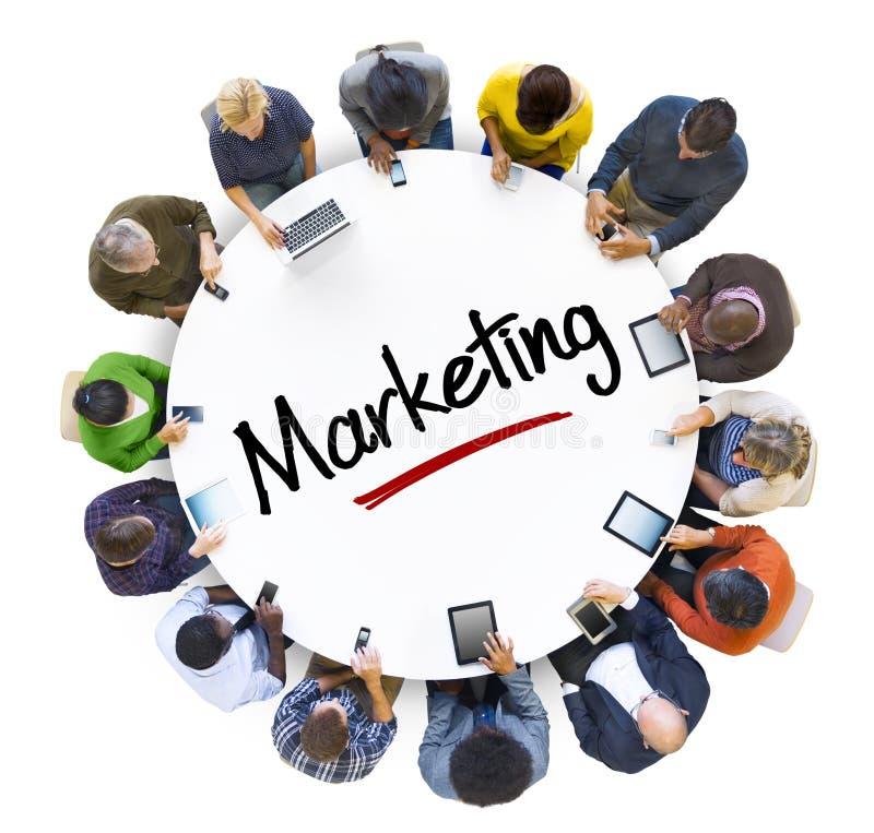 Мульти-этнические группа людей и концепция маркетинга стоковое изображение rf