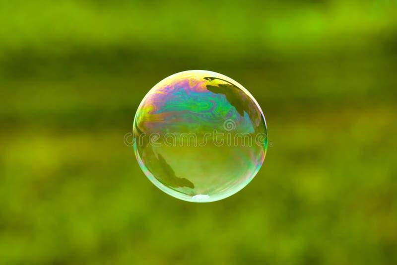 мыло пузыря предпосылки зеленое стоковые изображения