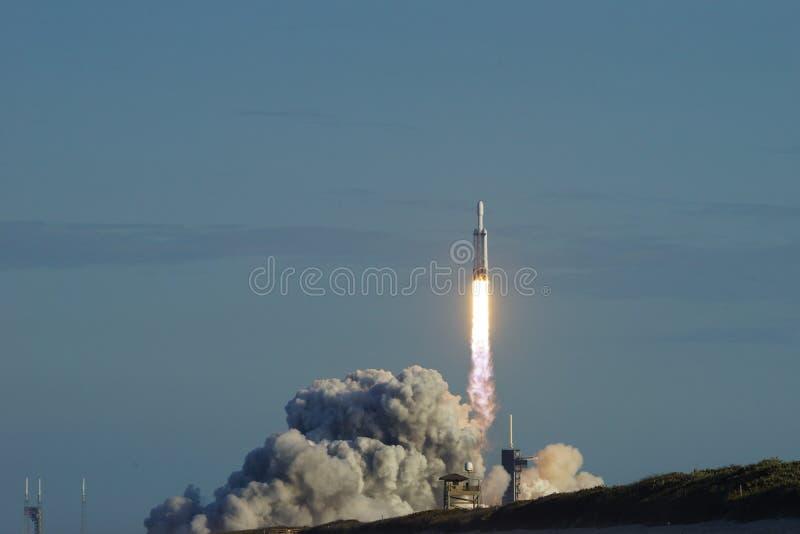 Мыс Канаверал, Florida/USA - 11-ое апреля 2019: Сокол старта Arabsat-6A тяжелый стоковые фотографии rf