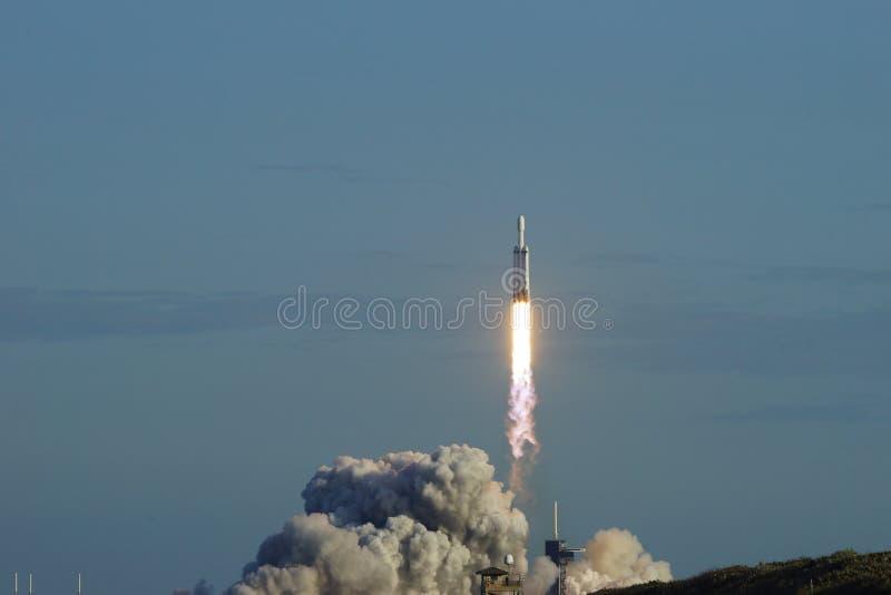 Мыс Канаверал, Florida/USA - 11-ое апреля 2019: Сокол старта Arabsat-6A тяжелый стоковое фото rf