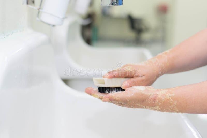 Мытье вручает хирургию стоковые фотографии rf