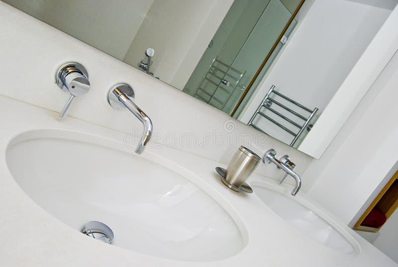 мытье руки тазика двойное стоковая фотография