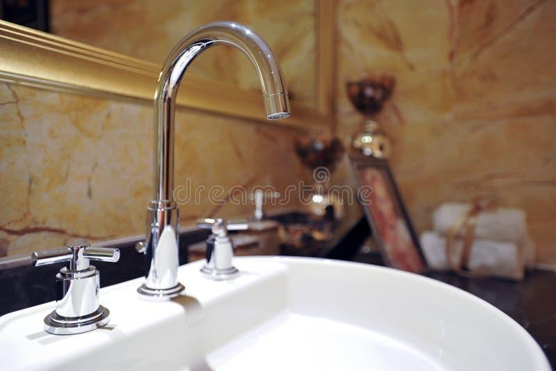 мытье хором тазика стоковые изображения rf