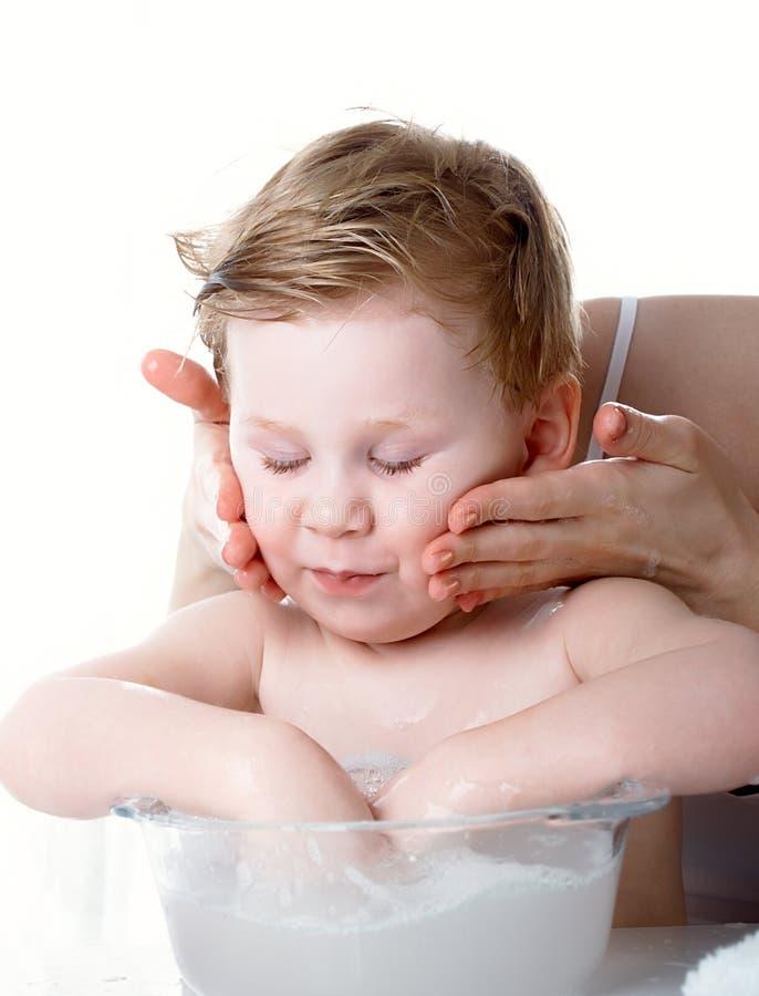 мыть мальчика