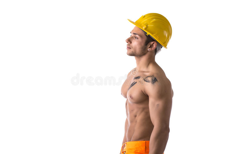 Мышечный молодой рабочий-строитель без рубашки стоковые изображения