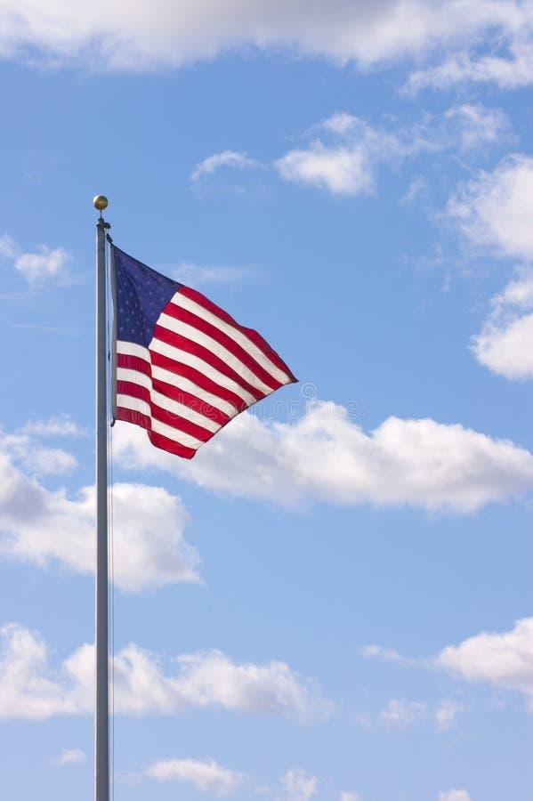 Мы флаг развевая в ветерке стоковое фото rf