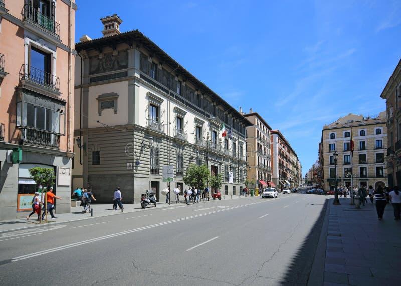 Мэр Calle в Мадриде, Испании Эта улица самое популярное одно для туристов в Мадриде стоковая фотография