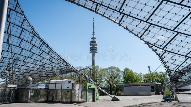 Мюнхен, Германия, 24-ое апреля 2016: Olympiaturm в олимпийском парке, Мюнхене Германии стоковое изображение