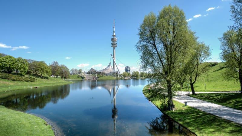 Мюнхен, Германия, 24-ое апреля 2016: Olympiaturm в олимпийском парке, Мюнхене Германии стоковое изображение rf