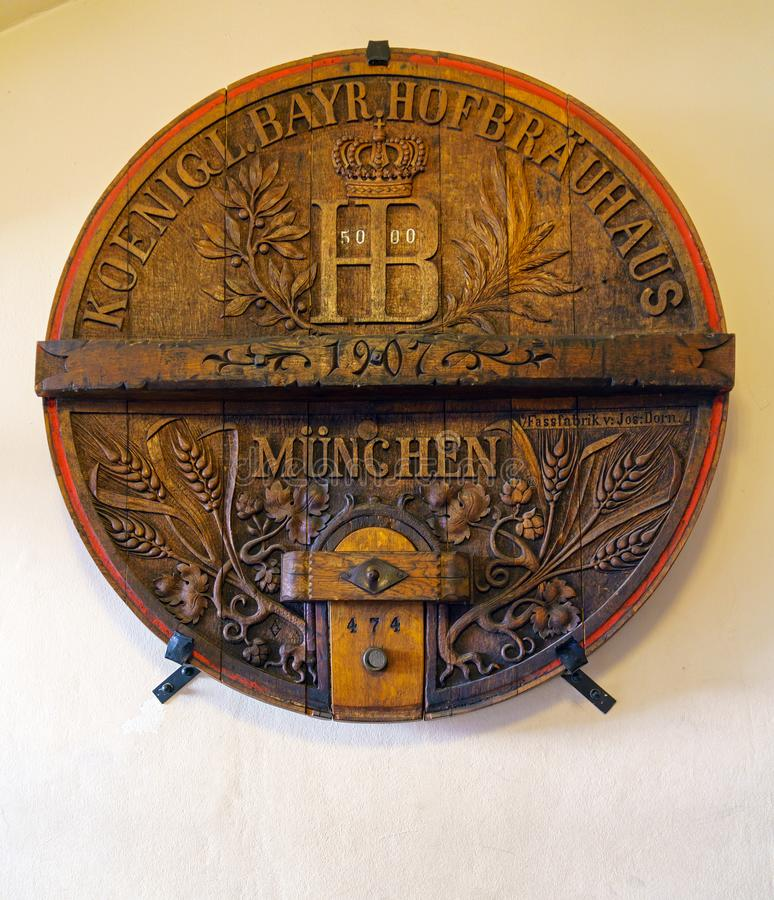 МЮНХЕН, ГЕРМАНИЯ - 14-ОЕ ОКТЯБРЯ 2017: Интерьер главного restau пива стоковые изображения