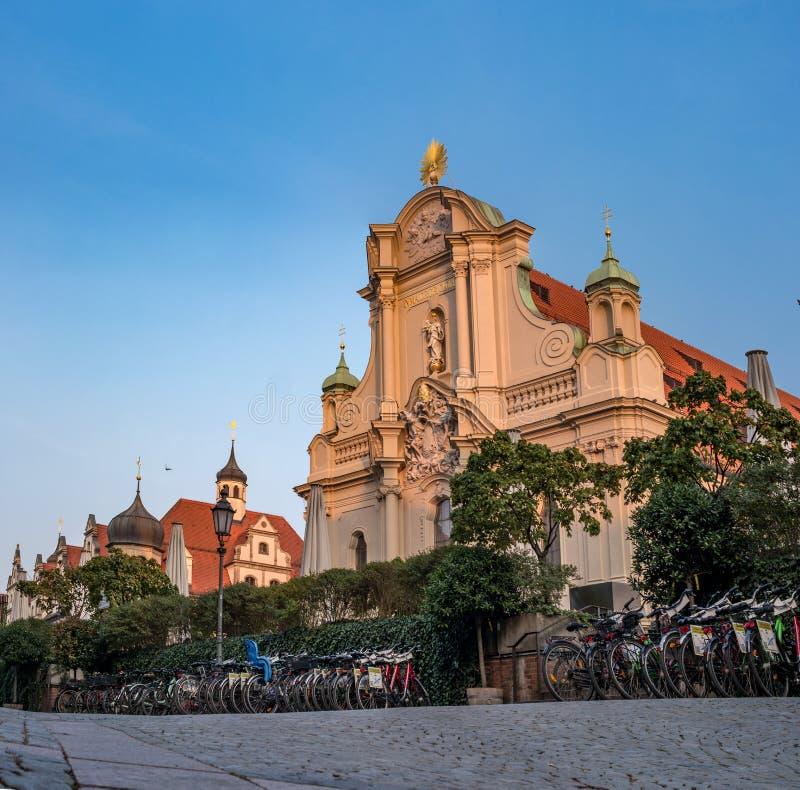 Мюнхен, Германия - 19-ое октября 2018: Heiliggeistkirche, церковь святого духа в центре Мюнхена,  стоковое изображение