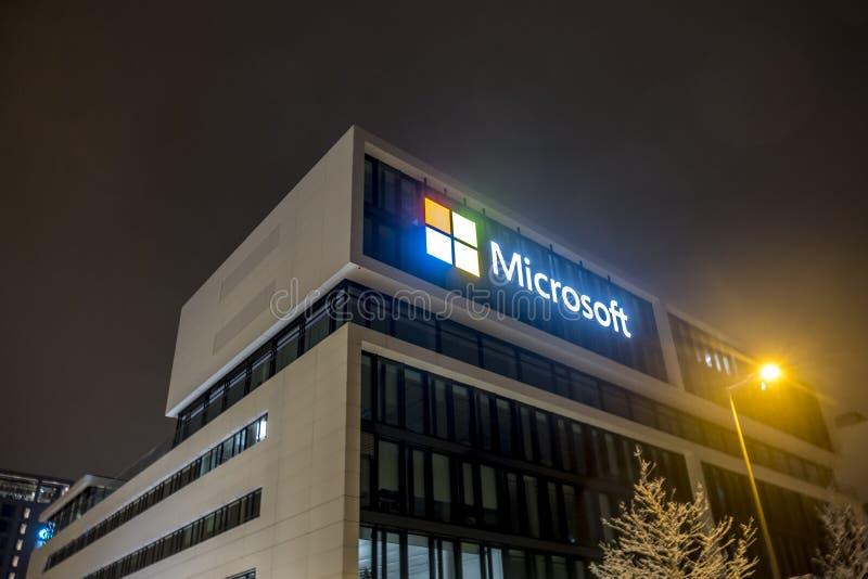 Мюнхен, Германия - 17-ое февраля 2018: Немецкие штабы Майкрософта расположены близко к башням Hightlight если стоковые фотографии rf