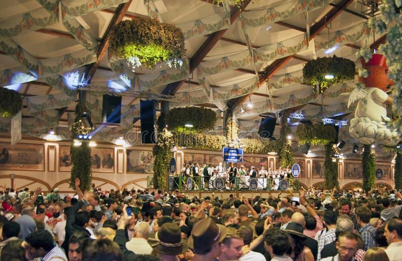 МЮНХЕН, ГЕРМАНИЯ - 23-ЬЕ СЕНТЯБРЯ 2014: Oktoberfest стоковая фотография