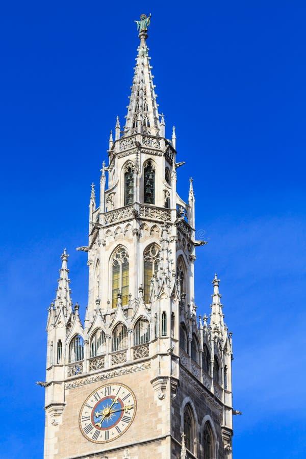 Мюнхен, готические детали фасада здание муниципалитета, Бавария стоковые фото