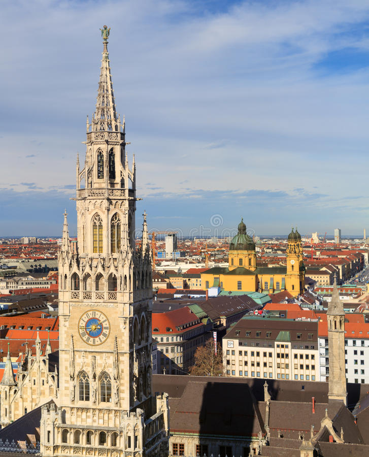 Мюнхен, готический здание муниципалитет на Marienplatz, Баварии стоковая фотография rf