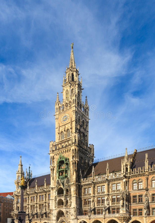 Мюнхен, готический здание муниципалитет на Marienplatz, Баварии стоковое изображение