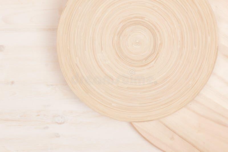 Мягкая бежевая белая деревянная предпосылка с абстрактными кругами стоковое изображение rf