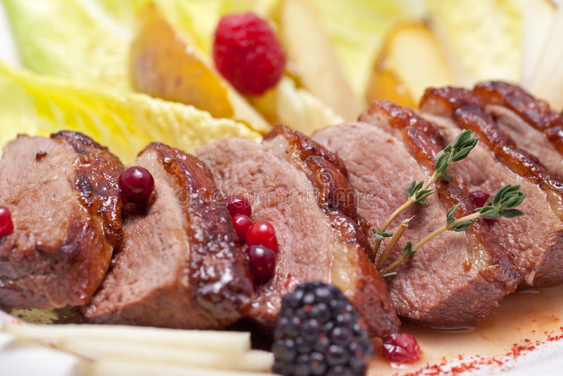 Мясо в плите стоковое изображение rf