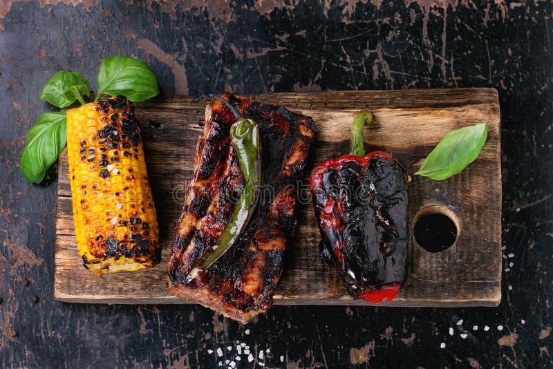 Мясо и овощи BBQ стоковая фотография