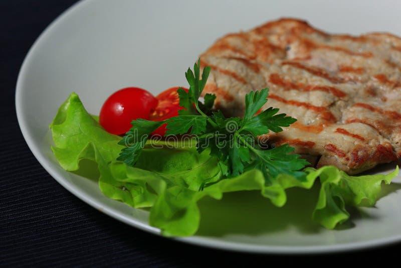 Мясо послужено в ресторане стоковые изображения rf