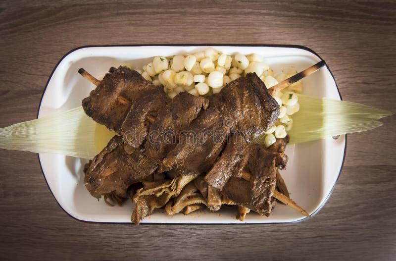 """Мясо сердца говядины Anticuchos традиционной перуанской еды """"зажаренное skewered сваренное на гриле барбекю стоковые фотографии rf"""